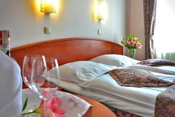 Hotel room rates comparison search